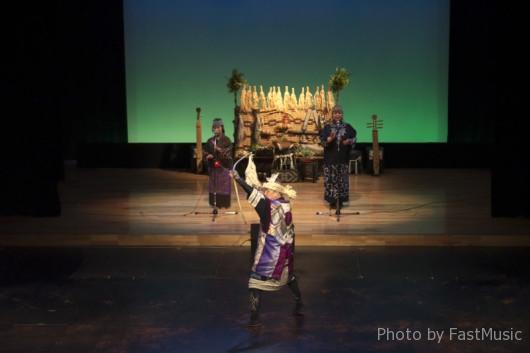 阿寒湖アイヌシアター「イコロ(宝)」-弓の舞(クーリムセ)