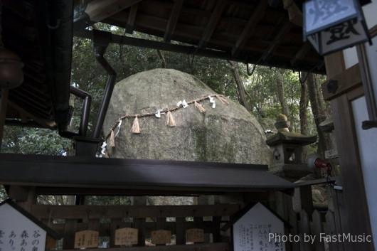 星田妙見宮(小松神社)の織女石