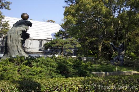 大国主命の幸魂(サキミタマ)と奇魂(クシミタマ)の像