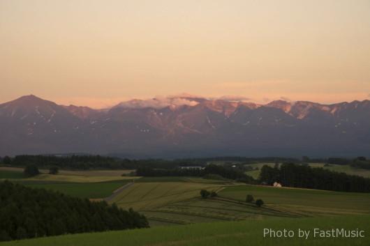 「新栄の丘」から望む夕方の大雪山系