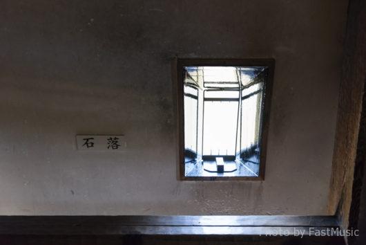 松本城(石落)