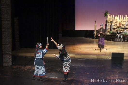 阿寒湖アイヌシアター「イコロ(宝)」-お盆の取り合いの踊り(ヘクリサラリ)