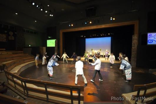 阿寒湖アイヌシアター「イコロ(宝)」-踊り比べ(エッサーホーホー)