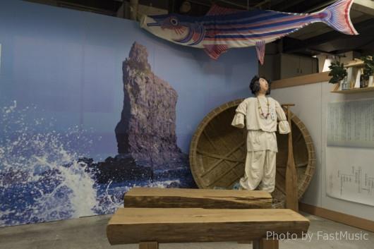 お魚センターの山幸彦像